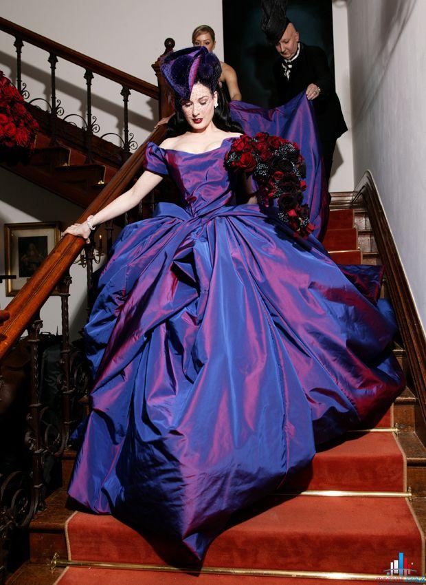 фиолетовое свадебное платье Дита фон Тиз