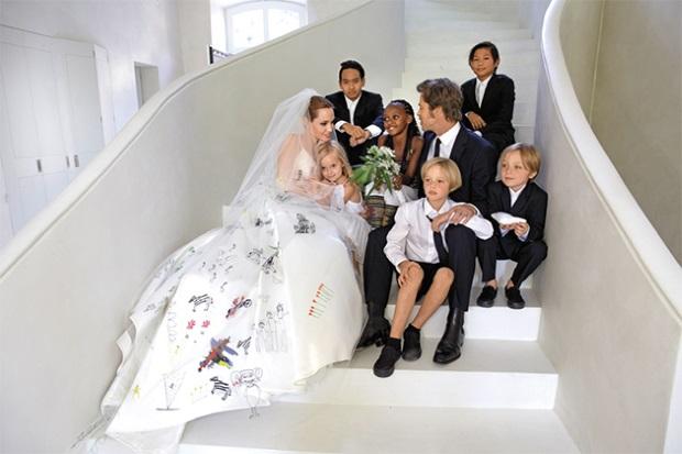 шикарное свадебное платье с рисунком Анджелина Джоли