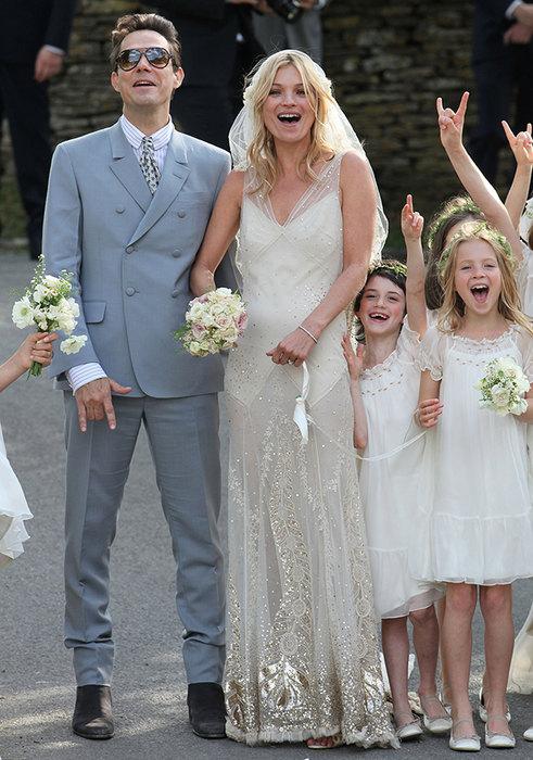 шикарное прямое свадебное платье Кейт Мосс