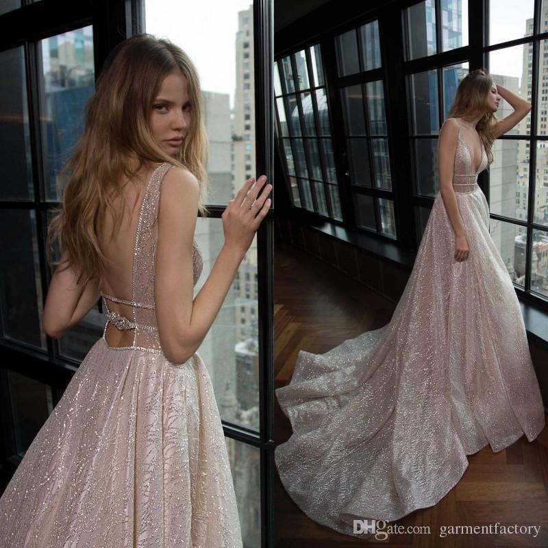 Блестящие свадебные платья снова в моде