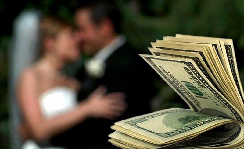 Лучший подарок на свадьбу это деньги?