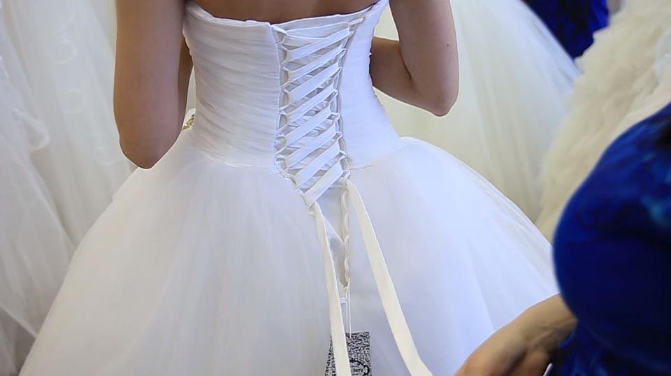 Как зашнуровывать свадебное платье (фото и видео инструкция)
